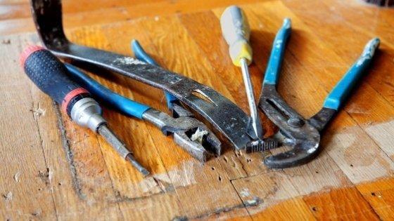 tools-to-remove-carpet